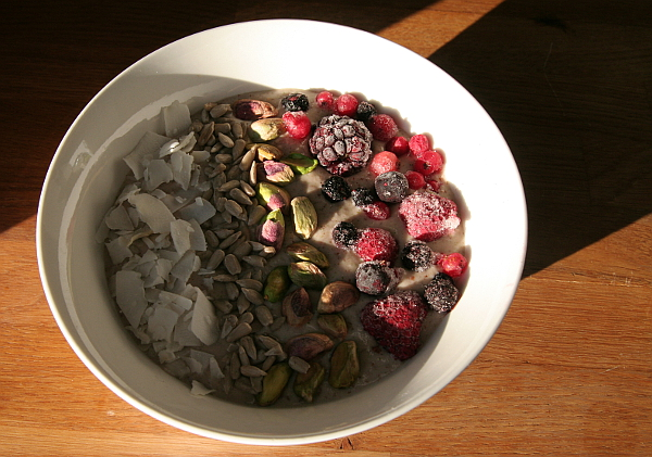 Smoothie bowl with coconut flakes, seeds, nuts, and frozen berries. Photo: Mittens and Sunglasses © 2018
