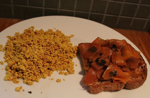 """Toasted bread with scrambled tofu and smoked """"salmon carrot"""". Photo: Mittens and Sunglasses © 2018"""